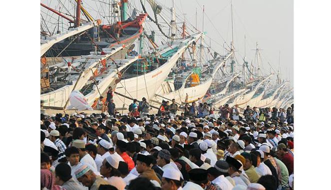muhsin budiono : shalat-idul-fitri 1433H di Pelabuhan Sunda Kelapa