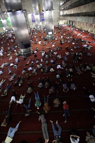 RMB : tidur-di masjid